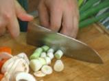 Гъбена чорба с орехови ядки