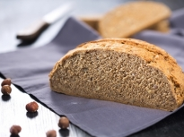 Хляб с квас и лешници