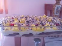 Бисквитена торта с ягоди и два вида ш...