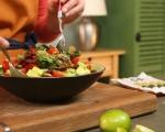 Салата с боб, царевица, авокадо и кренвирши 7