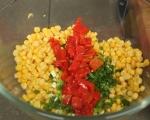 Наденица на шиш със салата от царевица 4