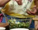 Салата от краставици и маслини 4