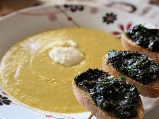 Крем супа със зеленчуци и маслинови б...