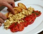 Доматена салата с яйчен сос 6