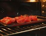 Забулени яйца със сос от печени домати