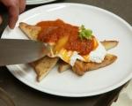 Забулени яйца със сос от печени домати 8