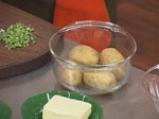Пълнени картофи със сирене на микровълнова фурна