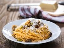 Спагети със сос от домати и патладжани