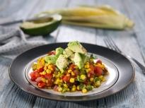 Топла салата с царевица