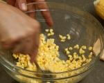 Студена супа от царевица с босилек