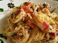 Паста със скариди, домати и спанак