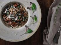 Червен ориз със спанак и диви гъби