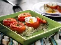 Пълнени домати върху ориз