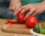Обърнат царевичен кейк с домати 5