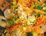 Скариди с броколи, моркови и червена чушка 8