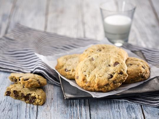Орехови бисквити с шоколад