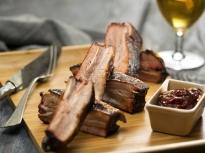 Пушени свински ребра с барбекю сос