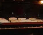 Поширани яйца върху царевични бисквити 7