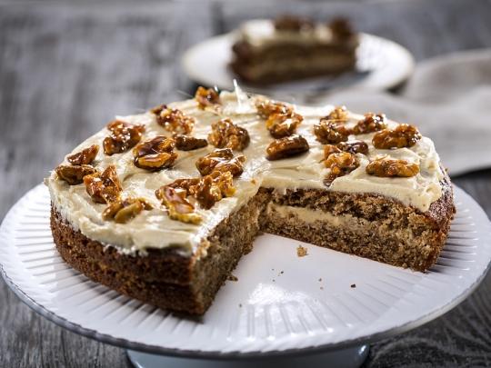 Орехов кейк с кардамон и кафе