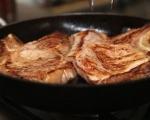 Свинско с картофи, ябълка и лук 5