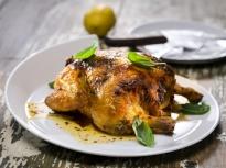 Печено пиле с козе сирене и домати