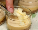 Печен крем с ябълки и орехи 5
