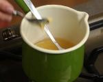 Салата от зеле и моркови с топъл сос 2