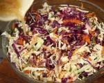 Салата от зеле и моркови с топъл сос 3
