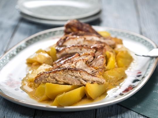 Свинско с картофи в дафиново мляко