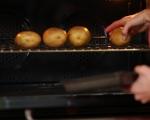Печени картофи с плънка от сирене и маслини 2