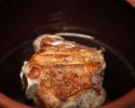 Свински джолан със салата от печени зеленчуци