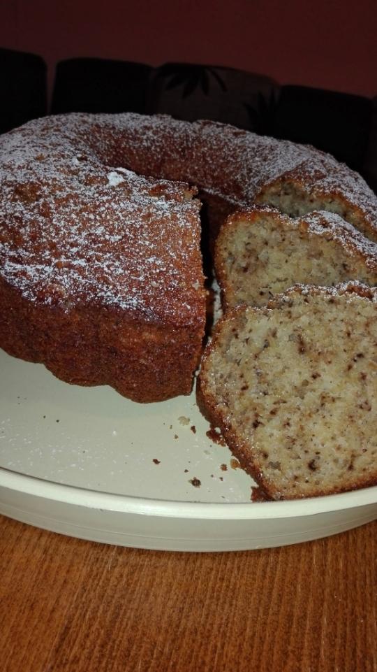 Кейк с ябълки, орехи и канела
