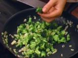 Пилешки гърди с броколи и синьо сирене
