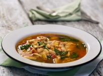 Пилешка супа с боб