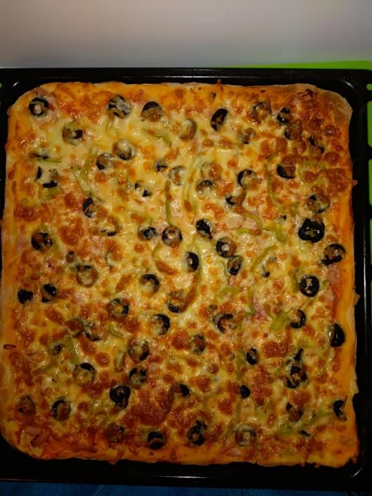 Домашна тънка и сочна пица