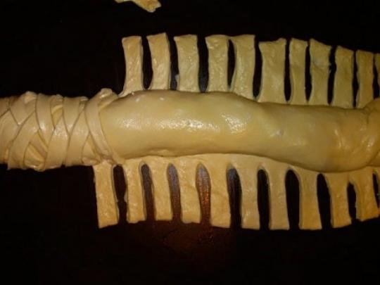 Плетена погача във форма за кекс