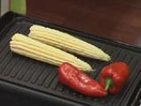 Доматена салата с печена царевица