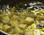 Пържени картофи с пикантен сос (пататас бравас)