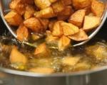 Пържени картофи с пикантен сос (пататас бравас) 6