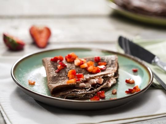Шоколадови палачинки с ягодово крем с...