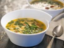 Супа от боб с паста и спанак
