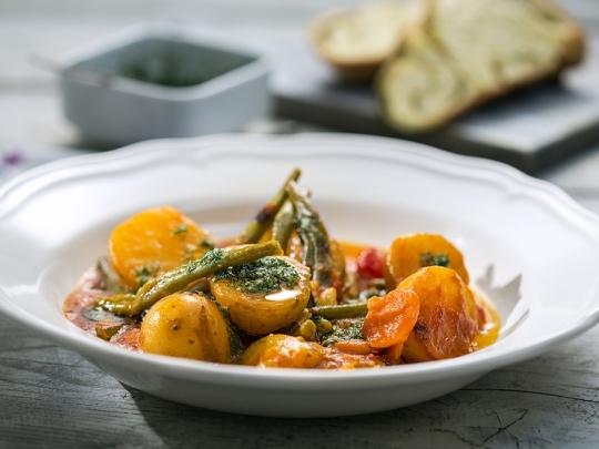 Картофена яхния със зелен фасул