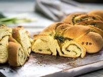 Хляб със зелена плънка