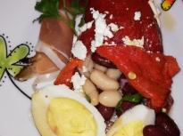 Печени чушки с бобена салата