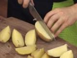 Картофени четвъртинки на плоча с доматен винегрет