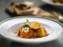 Яйца в пикантен доматен сос