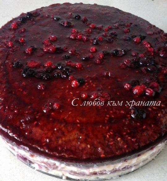 Торта с вишни и горски плодове