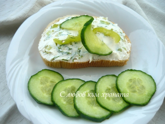 Сандвич с млечен пастет