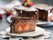 Шоколадова мус торта с ягоди