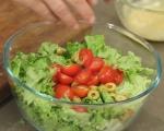 Зелена салата с риба тон и маслини 2